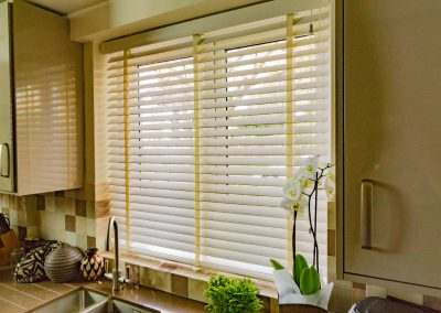 Wide slatted venetian blind at a kitchen window